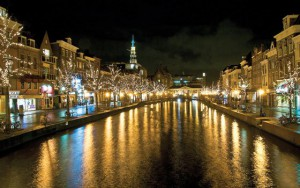 Leiden canals by night